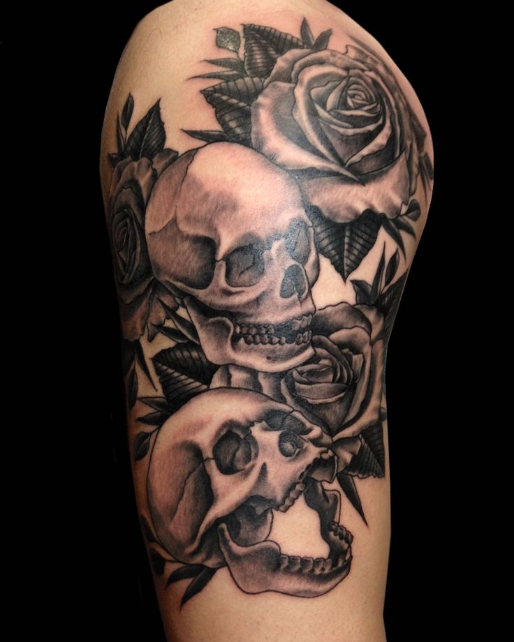 classic - skulls and roses - never gets old Tattoo by Paulo da Butcher @ Impact custom tattoo Portugal