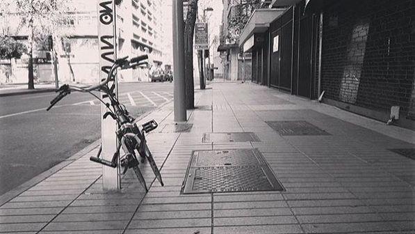 Soy Magallánico, desde hace ya 5 años viviendo en Santiago e informático de profesión. Encantantandome de la fotografía hace apenas unos meses y buscando aprender. Siempre busco capturar algo distinto y que nadie note, y siempre acompañado de buena música. Saludos.  Sigue el instagram de Manuel @manuel_ud y comparte su pasión fotográfica.  Recuerda nuestro HT #comunidadfotografía para ser parte de nuestra galería.