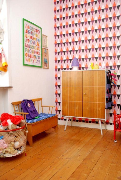 .: Mid Century Modern, Decor, Kid Bedrooms, Wall Paper, Vintage, Wallpapers, Colorful Kidsrooms, Kids Rooms