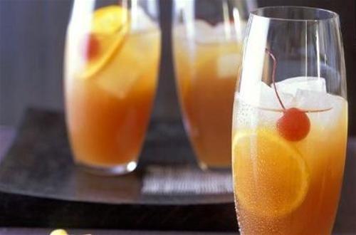 Mélangez tous les ingrédients dans un shaker avec des glaçons.Versez dans un verre ...