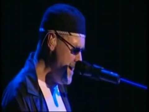 MMMmmmmm........Paul Carrack - Eyes of Blue - Live