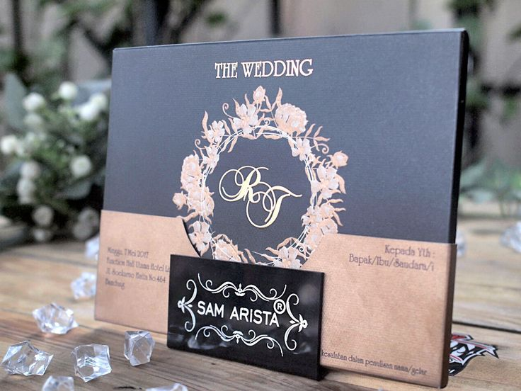 Simple and elegant, that's a reflection of this wedding invitation, with shades of black gold so much that many people liked it ❤❤💐 . . . . . . #wedding #invitations #invitation #samarista #custom #simple #elegant #black #gold #bandung #indonesia #cantik #art #photo #photography #photoshoot #weddingku #ikhsan #undangan
