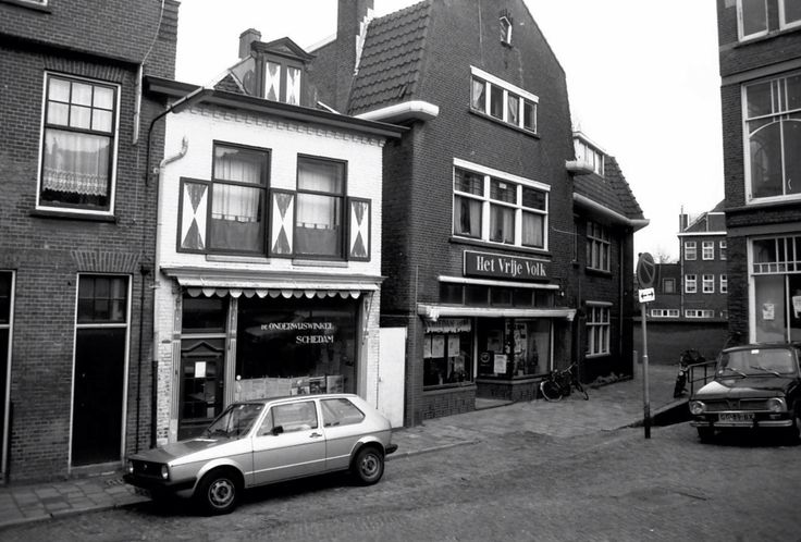 "Kruising Lange Achterweg/Hoogstraat en Klein Groenendal, rechts het ""holletje"" af.  NB wist je trouwens dat ""hol op"" en hol af een typisch Rotterdamse/Schiedamse uitdrukking is"