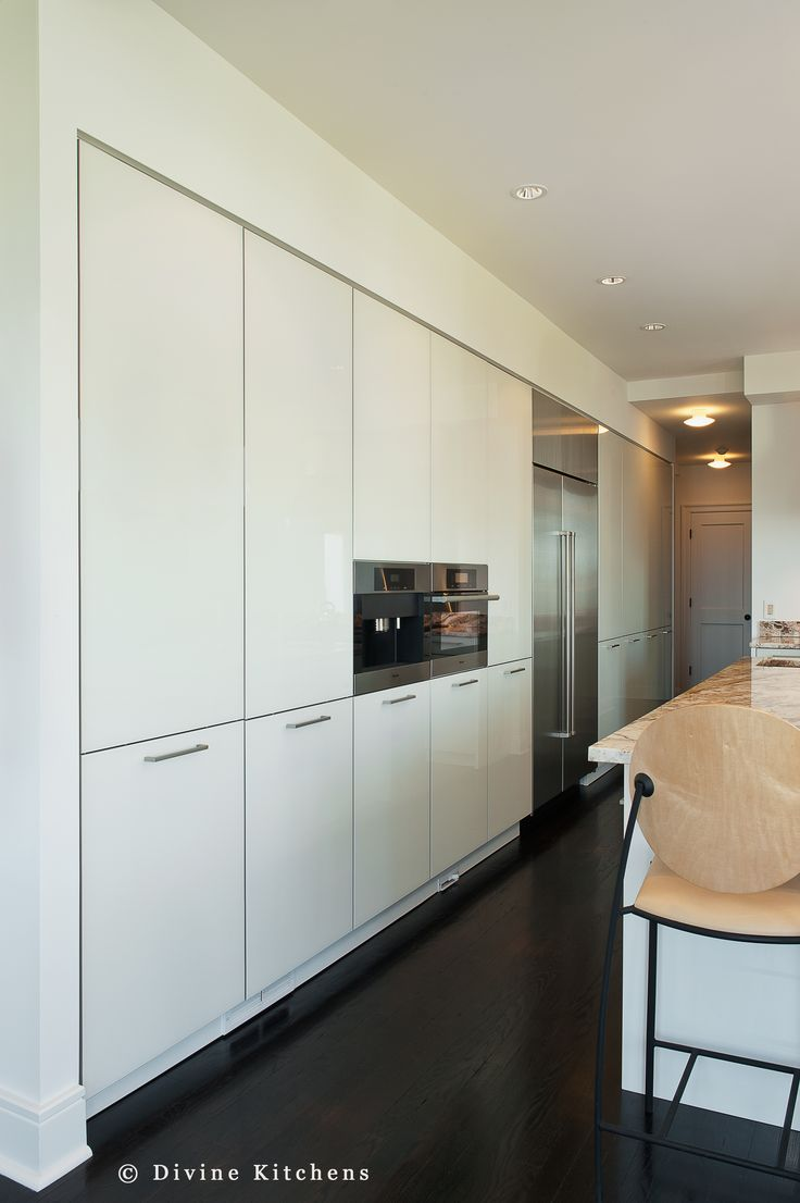 Cosmo condo kitchen showroom paris kitchens toronto - Modern Kitchen Ideas