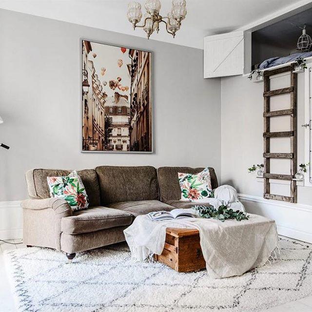 Dit appartement van 78m2 heeft maar liefst vier slaapkamers! Bekijk de hele binnenkijker via link jn bio. #slaapkamer #bedroom #woonkamer #livingroom #sovrum #schlafzimmer #vardagsrum #wohnzimmer #interieur #interior #bolig #scandinavian #scandinaviandesign