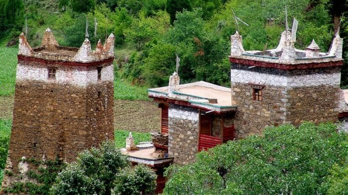 Сторожевые башни Тибета (13 фото)