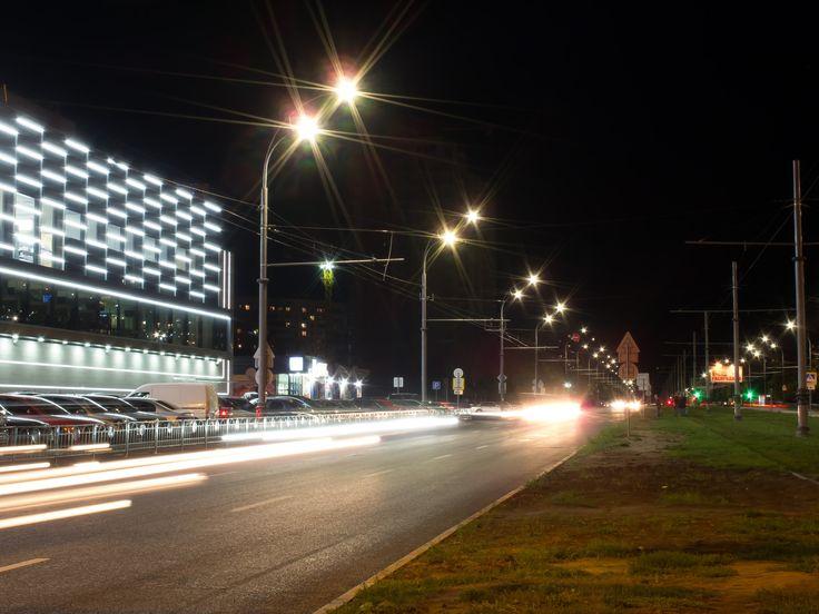 Проспект Победы – крупная транспортная магистраль, пересекающая густонаселенный микрорайон Алексеевка на северо-западе Харькова. Проект освещения проспекта был реализован по заказу коммунального предприятия Горсвет. КП Горсвет поставило перед генподрядчиком, компанией «ЭНЕРГОСЕРВИС» и LEDLIFE задачу, которая заключалась в том, чтобы вдвое улучшить освещенность проезжей части проспекта, оставив расходы на оплату электроэнергии на прежнем уровне. Разработав свето-технический проект,  read…