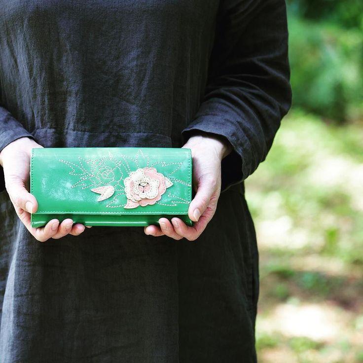 みどりの日なので緑の財布 #みどりの日なので緑色の画像を貼る #emono #イーモノ #誕生花 #花財布 #母の日プレゼント #牡丹 #水無月
