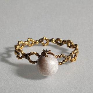 Finger ring. Roman, 200-400  Gold, pearl. 2,3 cm diameter Inventory number: H1818