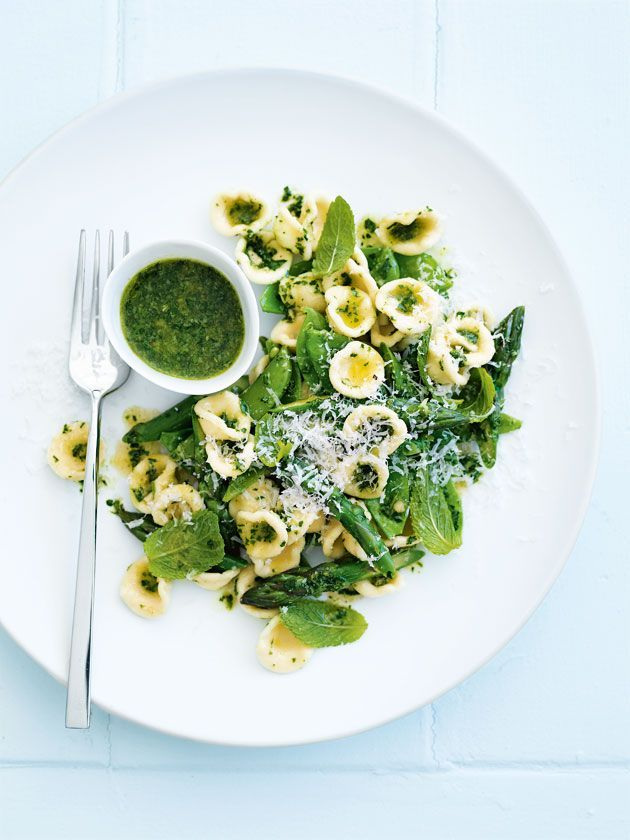 fast weeknight meal: pesto, pea, and mint pasta