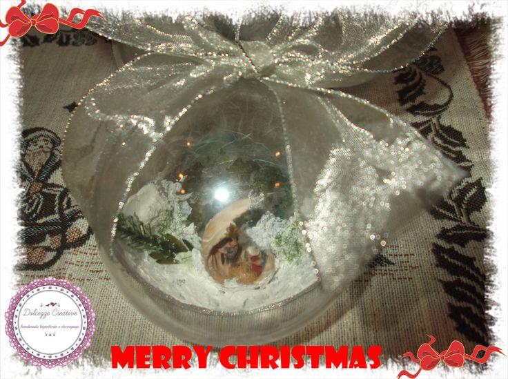 palla di natale con presepino fiocco argento e pasta neve