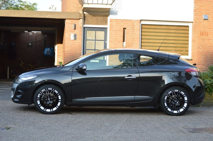 "Renault Megane III Coupe with 18"" Oxigin  Rims"