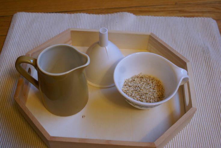 Ökad svårighetsgrad i att hälla med tratt. Tratten är mindre och det som skall hällas har krymt i storlek till ris.