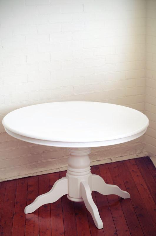 Mesa de madera blanca