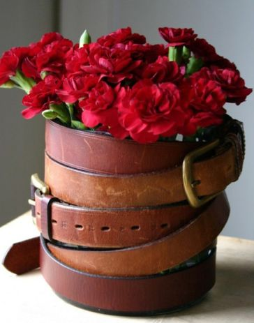 This a fun example of being creative with belts! The red carnations inside are hardy, affordable, and add the perfect pop of color here. Shop carnations year-round at GrowersBox.com!: Diy Ideas, Vase, Flowers Bouquets, Crafts Ideas, Flowers Pots, Rustic Crafts, Westerns Belts, Belts Flowers, Leather Belts