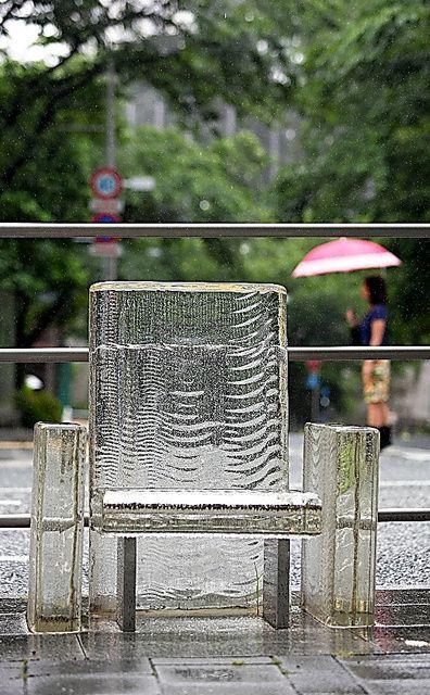 Tokujin Yoshioka Isao Nisaku desappear under the rain Minato ku Tokyo Japan www.bullesconcept.com