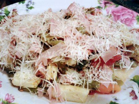 Sült saláta sonkával és sajttal