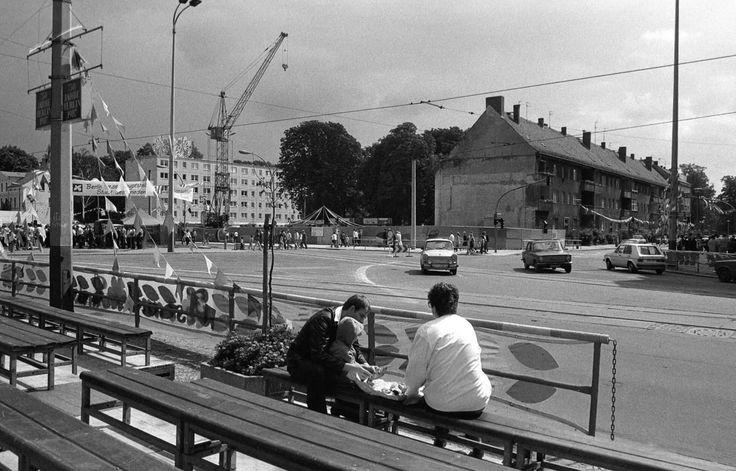 1987, Pankow, Mühlen- Ecke Breitestraße. Die breite Straße vorn ist die damalige Johannes-R.-Becher-Straße.