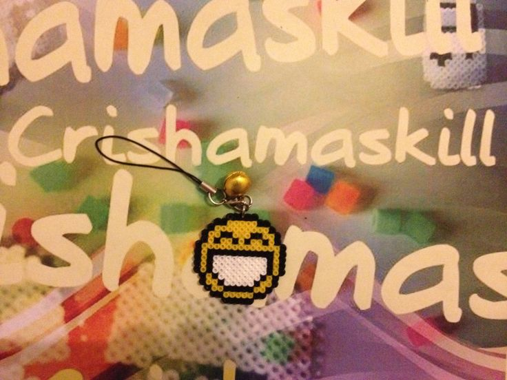 HAMA BEADS. Cuelga-movil Smile