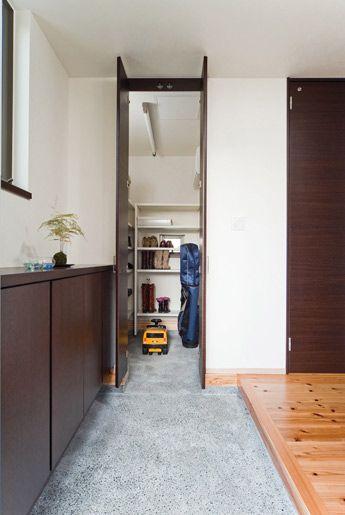 エントランスクロークですっきり片付いた玄関