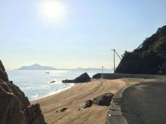 広島で穴場のドライブスポットといったら横島かな 尾道や福山から車で1時間程の場所にあってしいビーチを持つ島なんだよ 島内には横山海岸海水浴場やシーパーク大浜と言う2ヵ所のビーチがありますシーパーク大浜はバーベキューや釣りビーチバレーなどでも楽しむことができる大型施設です 今年の夏はぜひ横島へ tags[広島県]