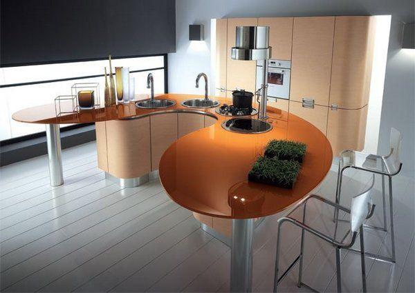 Curvadas y sinuosas, estas mesas de cocina han sido ideadas para romper moldes y dinamizar los espacios de una forma mucho más personal.