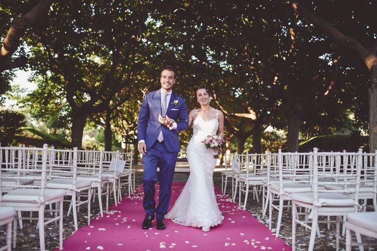 Sabía que Paula iba a estar guapísima con sus zapatos rosa cuarzo, pero superó todas mis expectativas. Paula & Alberto #Luperamos #zapatospersonalizados #hechosamano #bridge #handmade