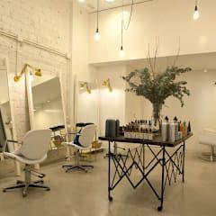 """Sube Susaeta Interiorismo diseña centro de belleza """"La Morla Hairdressing"""", Bilbao: Oficinas y Tiendas de estilo  de Sube Susaeta Interiorismo - Sube Contract Bilbao"""