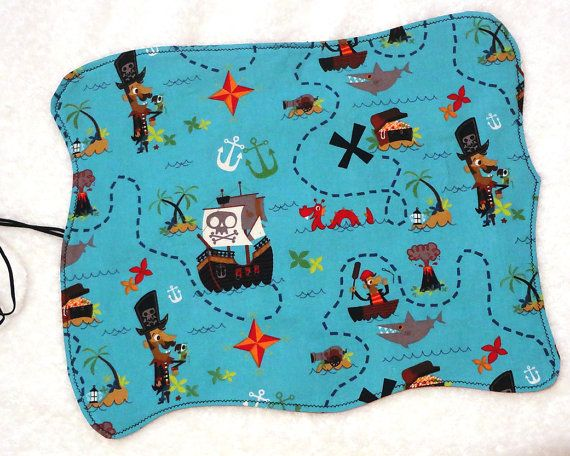 Pirate treasure map, child roll up placemat, waldorf inspired toy, pretend play - Napperon carte aux trésors pirate - #mylittlepoppyseed #etsyseller #etsycanada #etsyquebec #ilovehandmade #waldorftoy #reusable #lunchplacemat #giftsforboys https://www.facebook.com/MyLittlePoppySeedCreations https://www.etsy.com/shop/mylittlepoppyseed