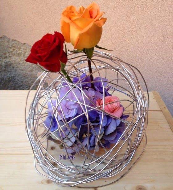 Ortensie, rose intrecciate con filo metallico
