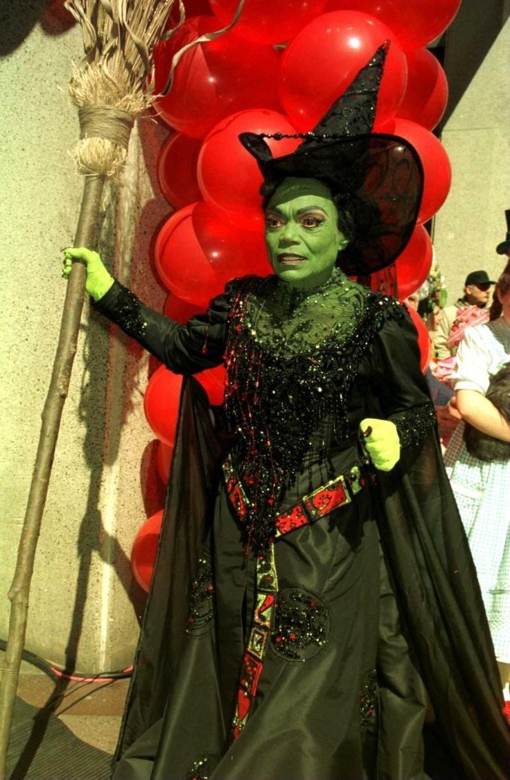 Behind the curtain wizard of oz - Eartha Kitt As The Wicked Witch Of The West In The Wizard Of Oz Msg Production