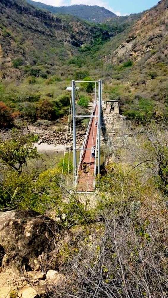 Colombia - Se inauguró el puente Ruedas; comunica a Zapatoca con Guane y Barichara, Santander.