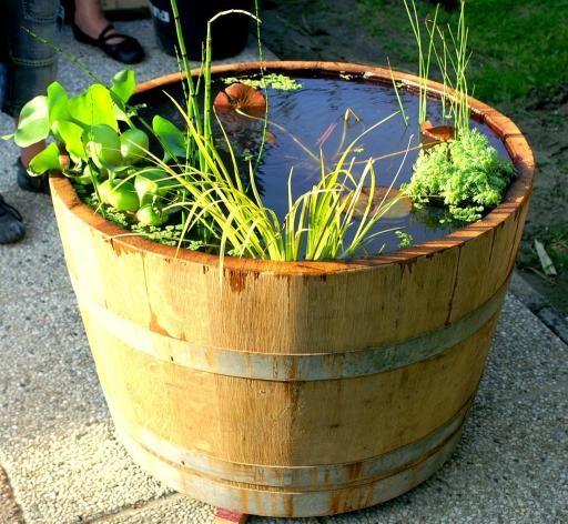 25 beste idee n over wijnvat tuin op pinterest for Waterpartij maken