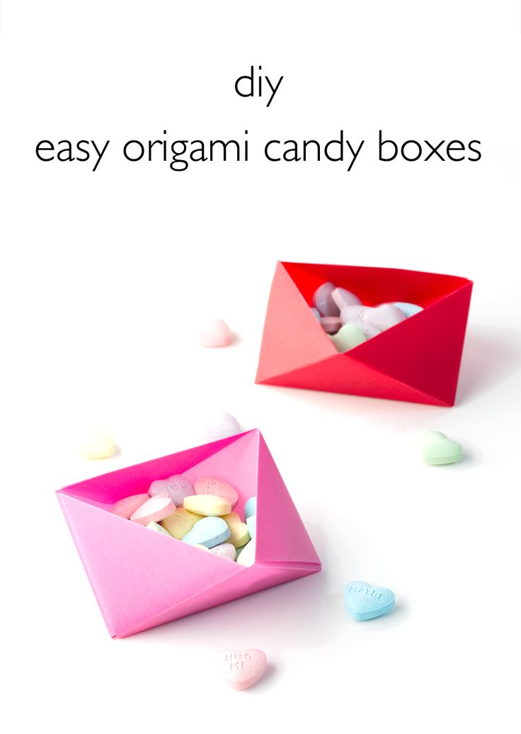 DIY Easy Origami Candy Boxes. Click through for the full tutorial! | www.vitaminihandmade.com