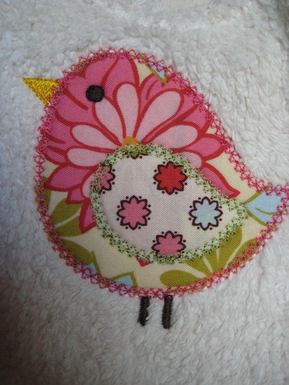 Reversible Bib Spring Bird Applique for Baby por adorableblessings