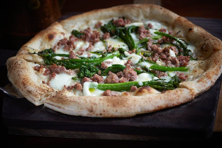Pizza Sasiccia e Friarielli