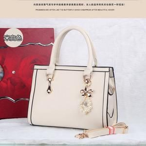 TAS IMPORT KODE: 373  IDR.200.000  MATERIAL PU  SIZE L30XH22XW10CM  WEIGHT 980GR  COLOR BEIGE