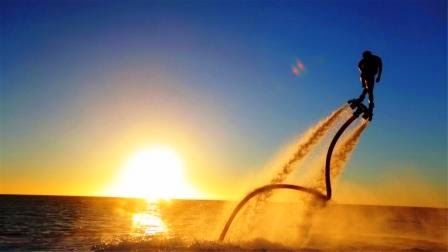 Flayboard czyli latanie na desce nad powierzchnią wody. Jest to urządzenie zasilane strumieniami wody, dzięki któremu możesz unosić się w górę, zanurzać, a następnie wzbijać w powietrze, nawet na kilka metrów.  Najnowsza atrakcja wodna. Spróbuj już teraz i pozwól sobie na ekstremalne doznania. Całkowicie bezpieczny, nie wymaga dużej siły ani umiejętności, a zapewnia duży wzrost adrenaliny. Cena 80 euro za 20 minut. Zarezerwuj już teraz Twój wodny lot na Flyboard. Napisz do nas !!