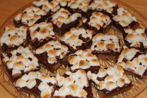 Warm Toasted Marshmallow S'More Bars | Bar Cookies | Pinterest