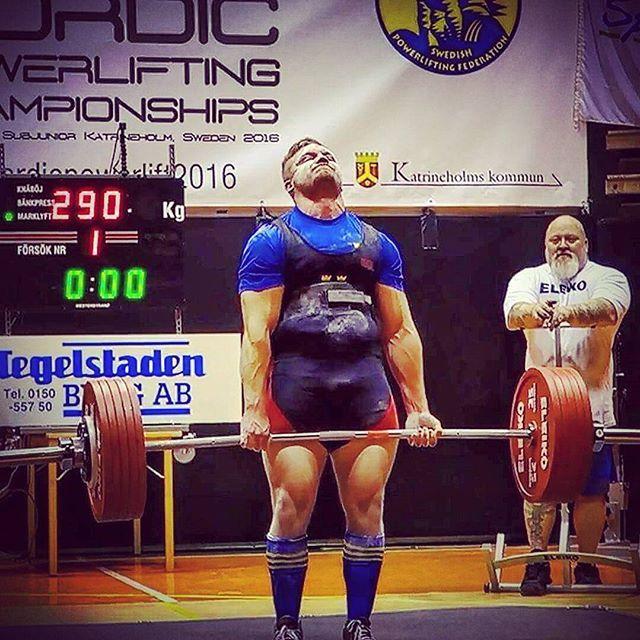 God morgon! Här vi @kevinlarsso från #teamsportkost som igår tog silver på nordiska mästerskapet i styrkelyft. Stort grattis önskar vi honom  Grymt #sportkost #teamsportkost #mustigmenintedödsfet #styrka #starkMan #tyngre