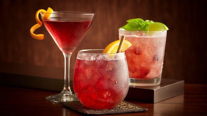Met de feestdagen voor de deur geef ik je een paar recepten voor lekkere, alcoholvrije cocktails. Ziet er feestelijk uit en zo blijf je fit. Probeer het!