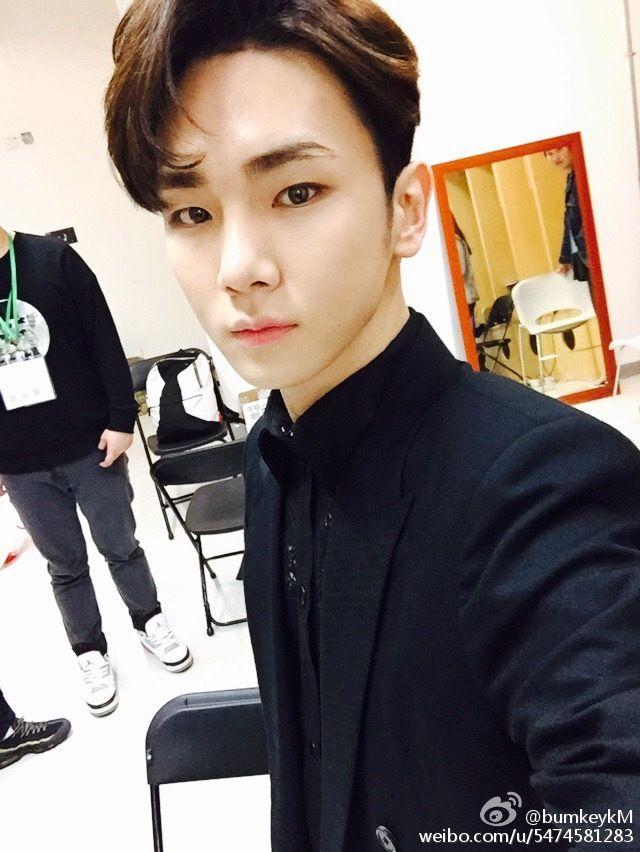 [PHOTO] Key weibo update -  miss you china! 160330 - (1P)  miss you china!  Credit: bumkeyk
