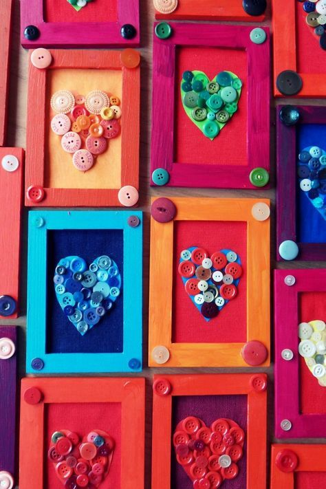 Homemade Valentines with buttons and popsicle sticks. Love this! (on Veetje.be)