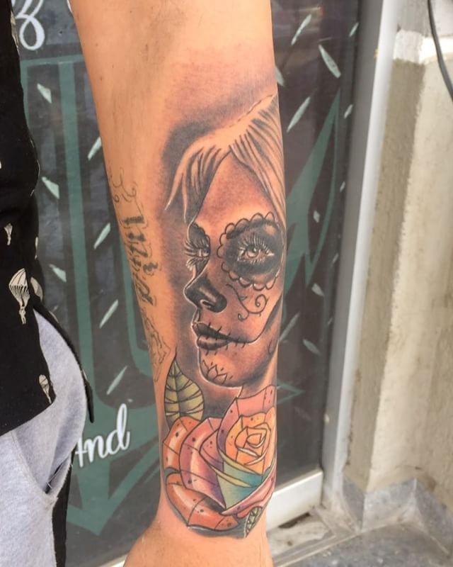 Aquí el video de esta pieza que realice el día de ayer .... Catrina en realismo y rosa neotradi brutal hacer esta mescla de ambos estilos espero sea de su agrado como quedo está pieza 💀.... Citas:04141450066  #quiroztattooart #catrina #catrinatattoo quiroztattooartshop #art #ccpaseoparaparal #tattoo #tattoos #tatuajes #ink #inked #inkedbless #needles #realismo #tatuadoresdevenezuela #color #neotradicional #tat #tatted #instattoo #bodyart #design #amazingink @radiantcolorsink  #phototheday…