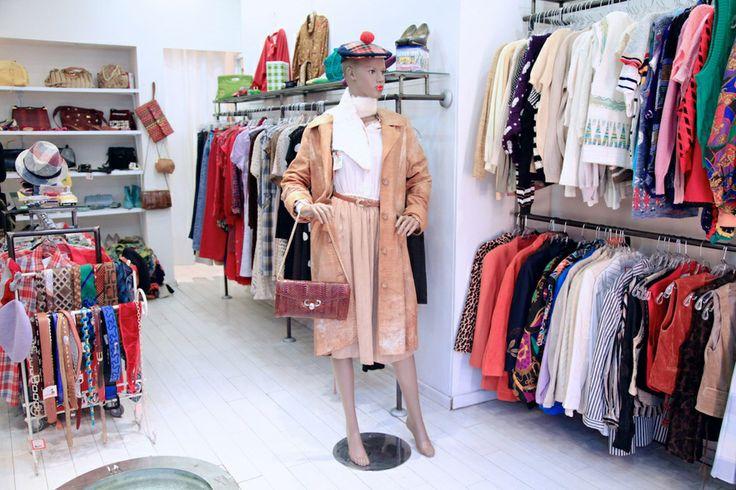 Boutique vintage Yad Shniya http://www.vogue.fr/culture/carnet-d-adresses/diaporama/les-hot-spots-de-tel-aviv/18266/image/992373#!16