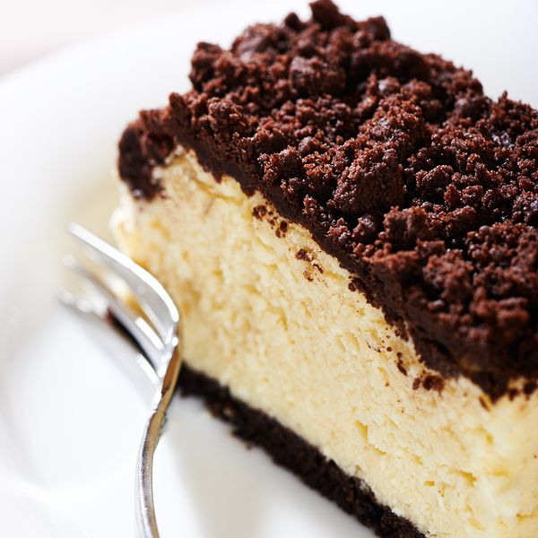 This delicious cheesecake using yogurt or quark with chocolate streusel is a nice addition to your cheese cake recipes.