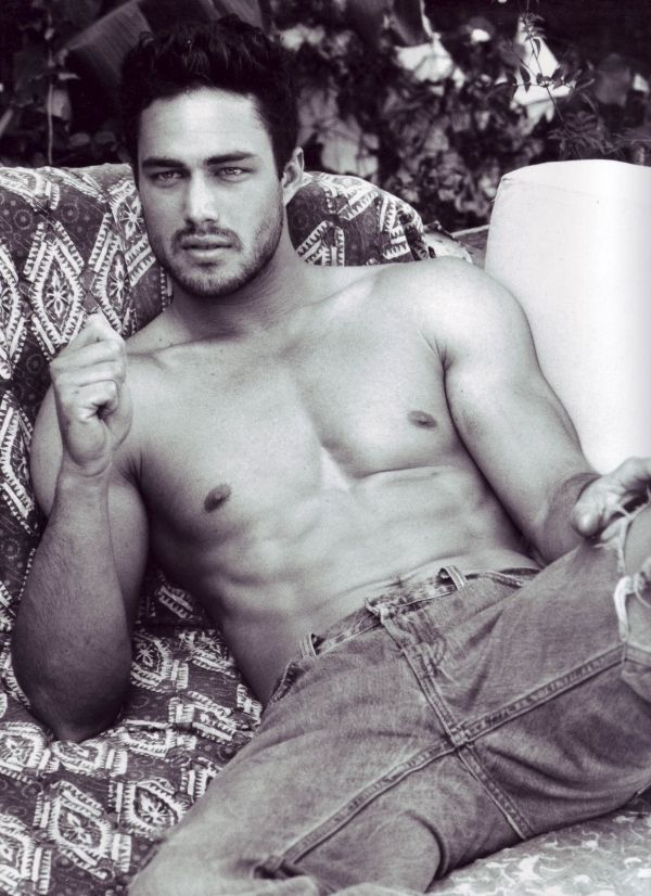 Google Image Result for http://whatthehellz.com/wordpress/wp-content/uploads/2012/11/Taylor-Kinney-thenigerianreporter.jpg