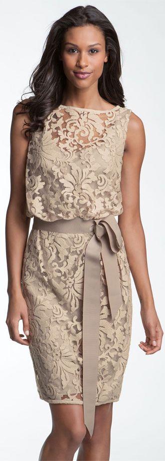Vestido corto con lazo color beige