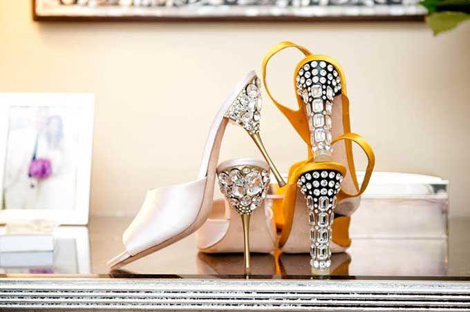 【D.I.Y.】クリスタルヒールをデコってミュウミュウ風のサンダルを作っちゃおう! | 靴からはじまるスタイルWEBマガジン ShoeCream (シュークリーム)