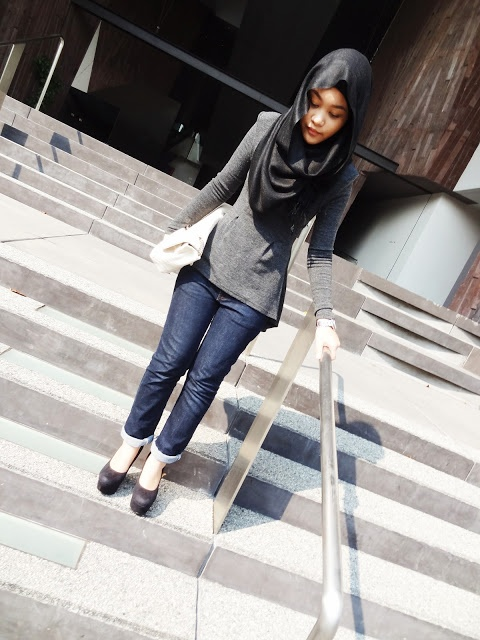 I know this isn't the right way a Muslimah should dress but this outfit is really nice